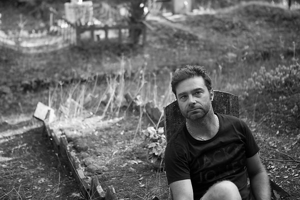 Laurent LOISON, en Toscane été 2016 pour l'écriture de Cyanure. Une suite du Best-Seller surprise de Nouvelles Plumes : Charde