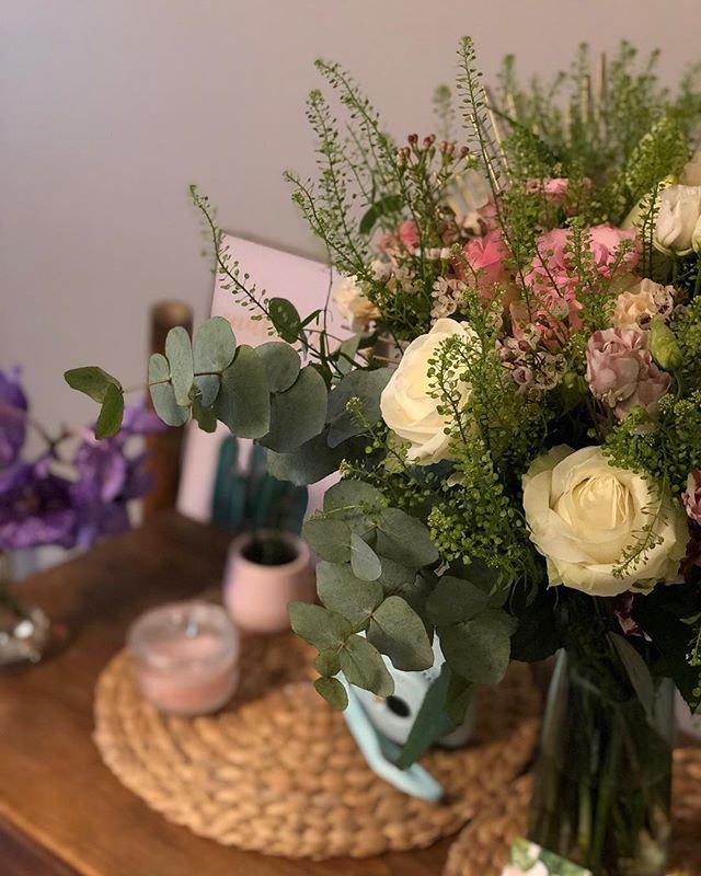 Mise en scène d'un bouquet pastel