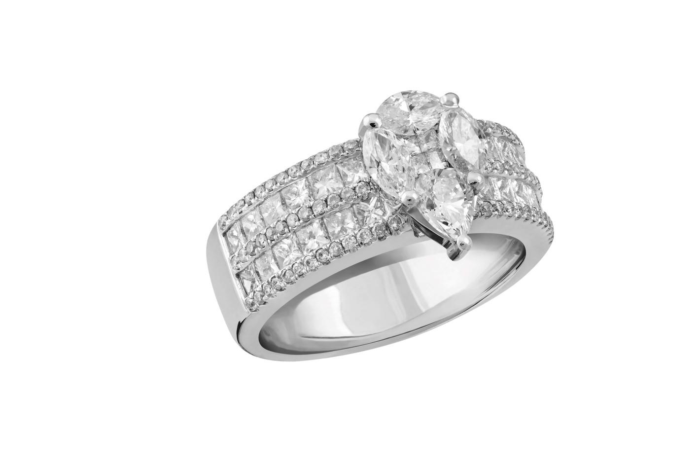 Anel em ouro branco com diamantes e pedra em gota