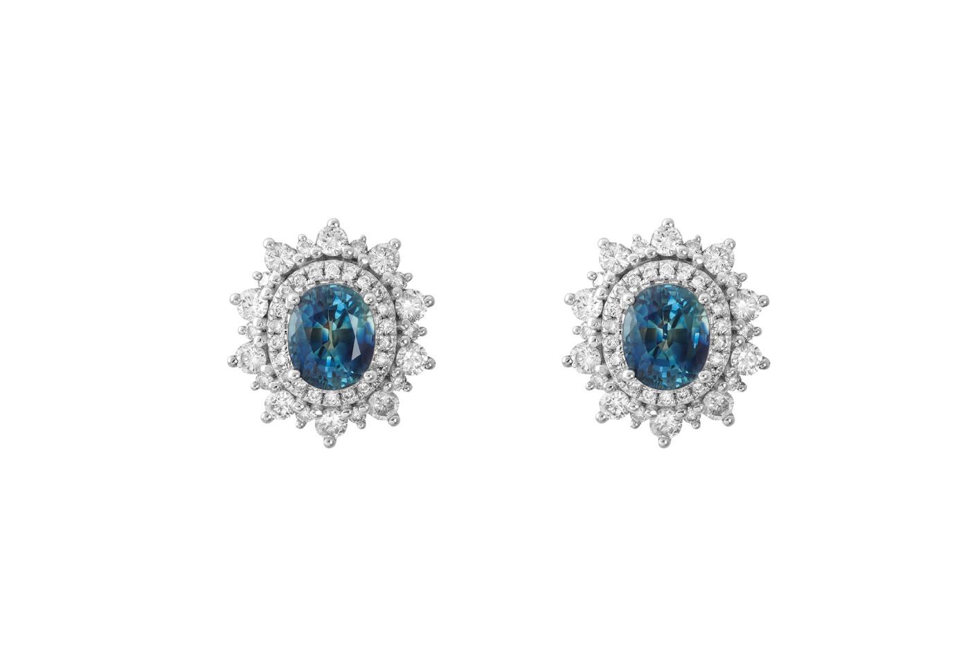 Brinco de diamantes com pedra azul