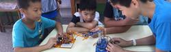 藉由擒王遊戲中讓孩子感受機器人的操控狀況