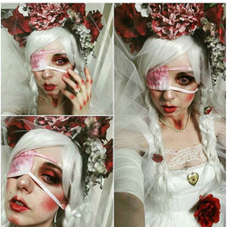 Look at how amazing _girlwith1eyefashion is in her full Guro Lolita outfit that she made! What a bab