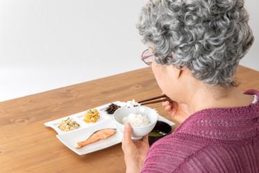 七個策略,讓吞嚥困難的家人吃得安心、享受飲食的愉悅-思比語言治療所