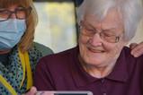 如何與「失語症」家人溝通?語言治療師分享給您:6個溝通法則-思比語言治療所