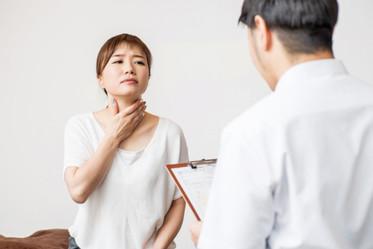 【詠絜專欄】聲音沙啞、音量太小?注意聲帶長繭的警訊,成人可以做「嗓音治療」-思比語言治療所