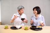 高齡長者易有「吞嚥障礙」 注意9症狀,避免引起肺炎、肌少症
