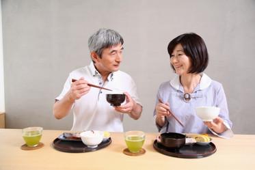 高齡長者易有「吞嚥障礙」注意9症狀,避免引起肺炎、肌少症-思比語言治療所