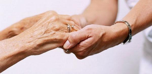 principais-afazeres-cuidador-idosos.jpg