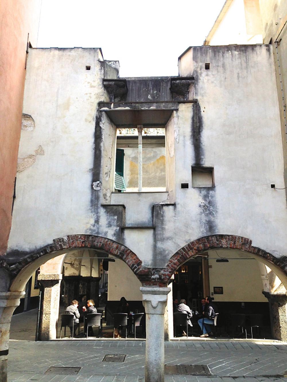 Il retro della facciata vista da Piazza della Torre (Chiavari)