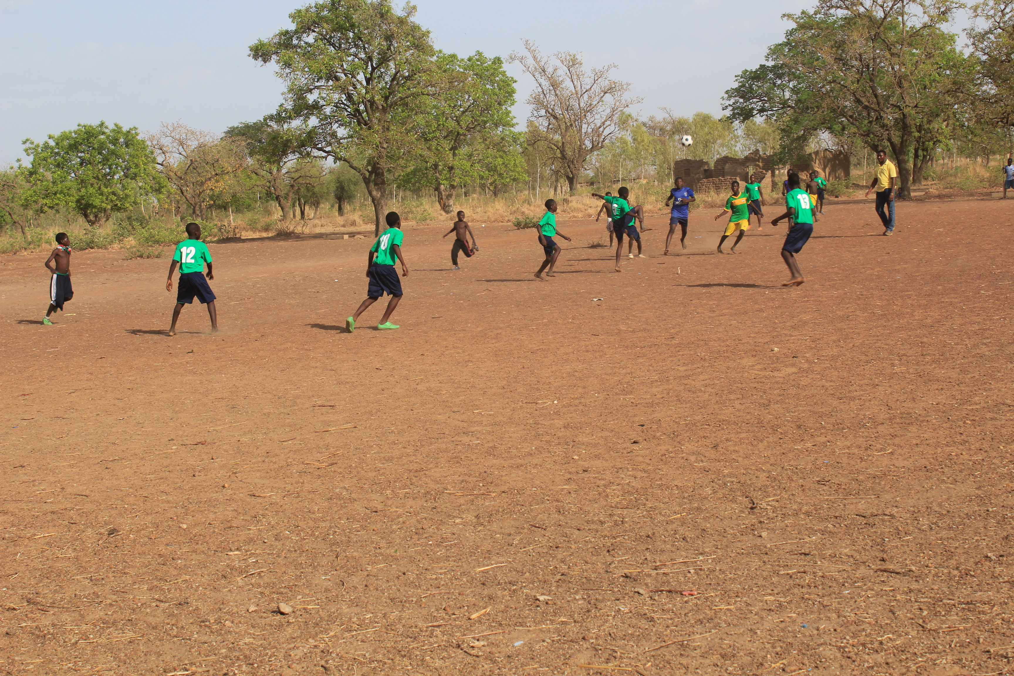 l equipe de foot en action 1 (1)