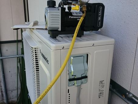 エアコン取り付けに最新工具!