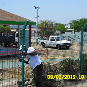 esso-heights-fence-before-sam_1302-20