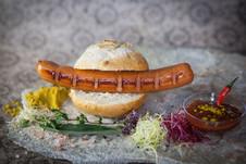 Bratwurst im Semmel.jpg
