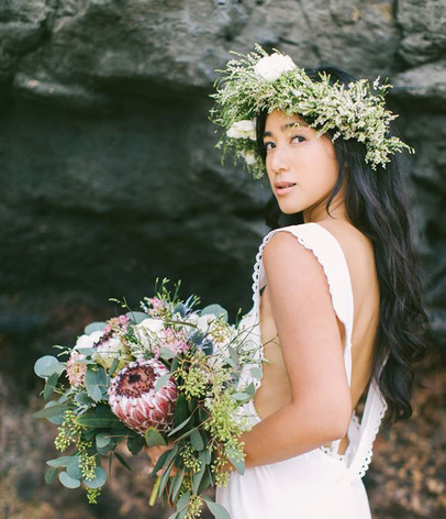 Folklore bridal chic on the island of Oahu.