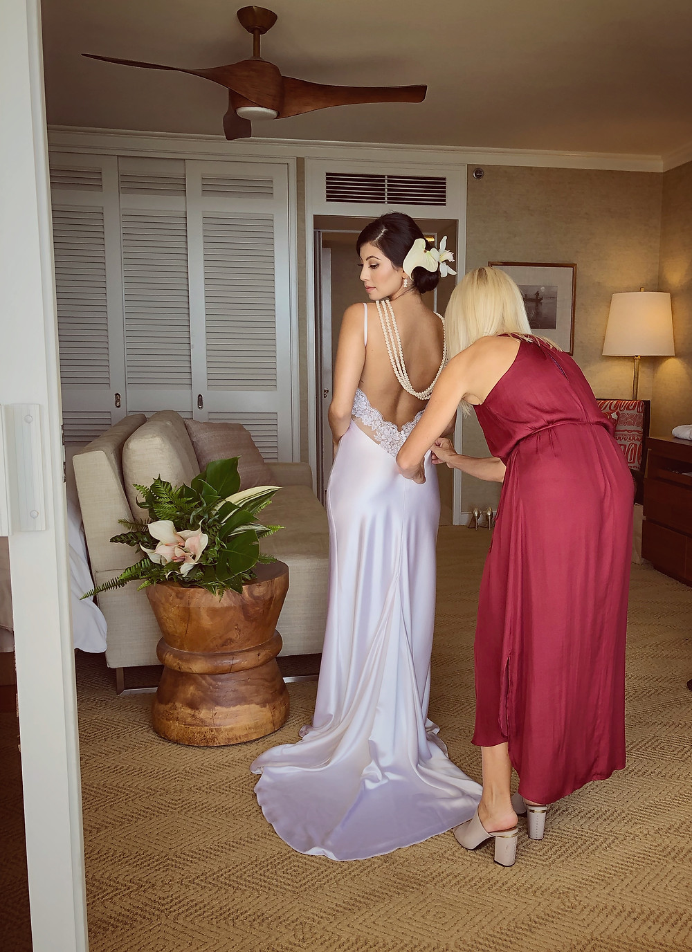 Jules Bly dressing bride at Four Seasons Resort Koolina