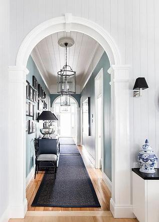 Round lanterns in hallway in Antique Nic