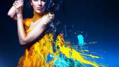 1. Introdução  Quando falamos em mundo da beleza, englobamos tudo que consiste uma imagem construída sobre a plataforma da aparência.  A harmonização, a caracterização, enfim tudo aquilo que traz benefícios e que cria novas imagens.  2. Consultor visagista  O consultor visagista tem que ser o cabeleireiro?  Não. Ele não precisa ser exatamente o executor da atividade, como maquiador, estilista ou consultor de imagem.  O consultor visagista é o profissional preparado para dar orientação a uma pessoa para que ela possa encontrar as imagens que comuniquem o que ela busca, seja na vida pessoal, social ou profissional.  3. Mercado de trabalho  Além de imagens pessoais, em que outros trabalhos se consulta um visagista?  O consultor visagista pode, por exemplo, planejar tudo para um casamento, imagens para novela ou figurinos para o teatro.