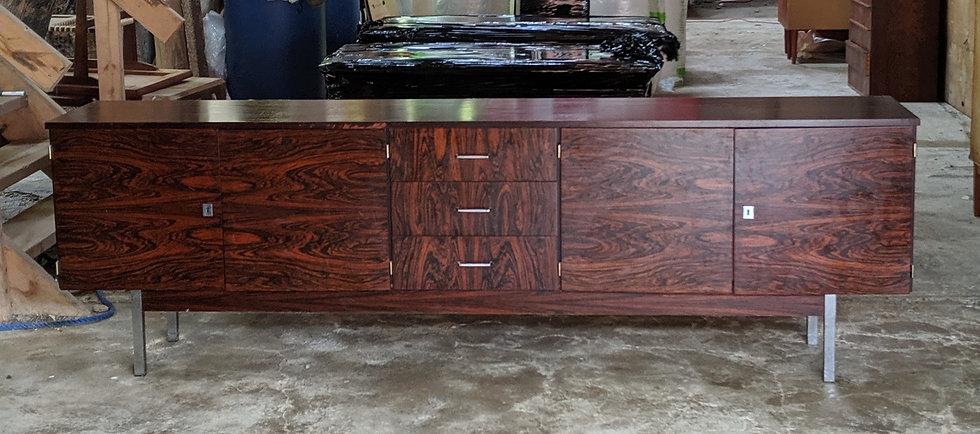 Rosewood Sideboard - Hundredeogfireogtyve