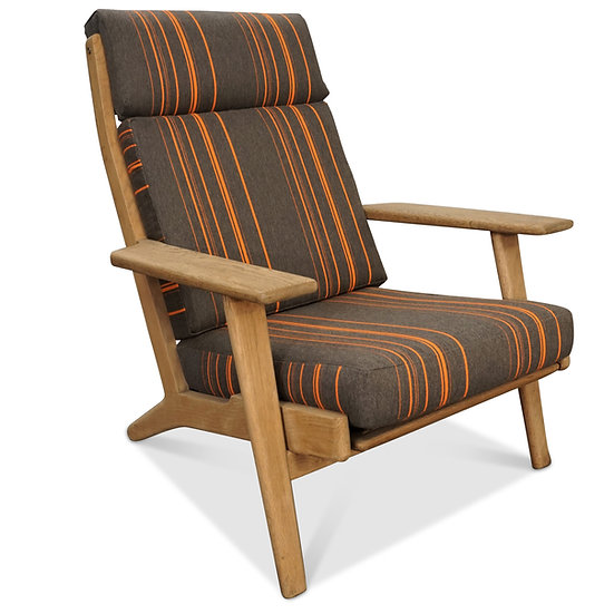 (SOLD) Wegner GE 290 Oak Lounge Chair
