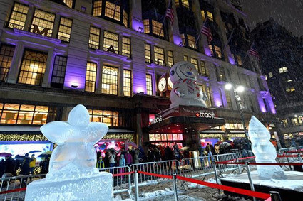 Macys-Herald-Square-Holiday-Windows-by-D