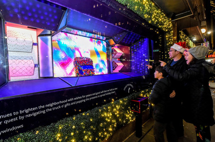 herald-square-2019-holiday-windows-by-di