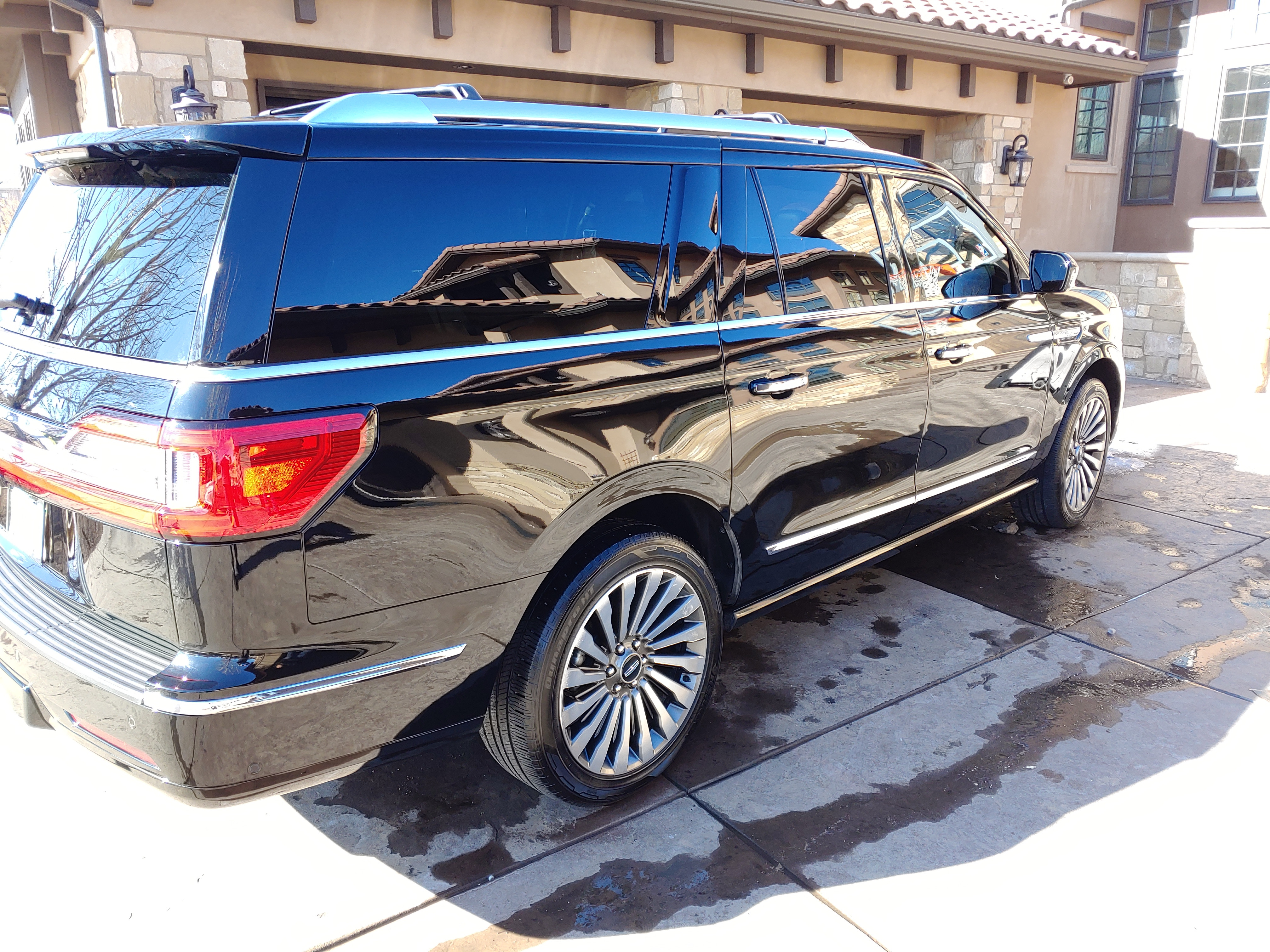 Integrated Detail 3 Row Suv