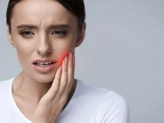 8 priežastys, kodėl skauda dantis