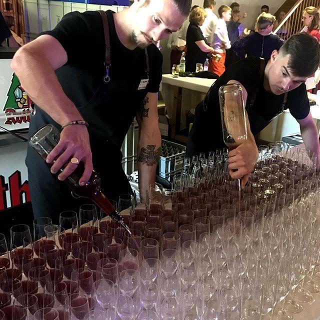 Welcome-Cocktail für 1.200 Gäste innerhalb einer Stunde serviert