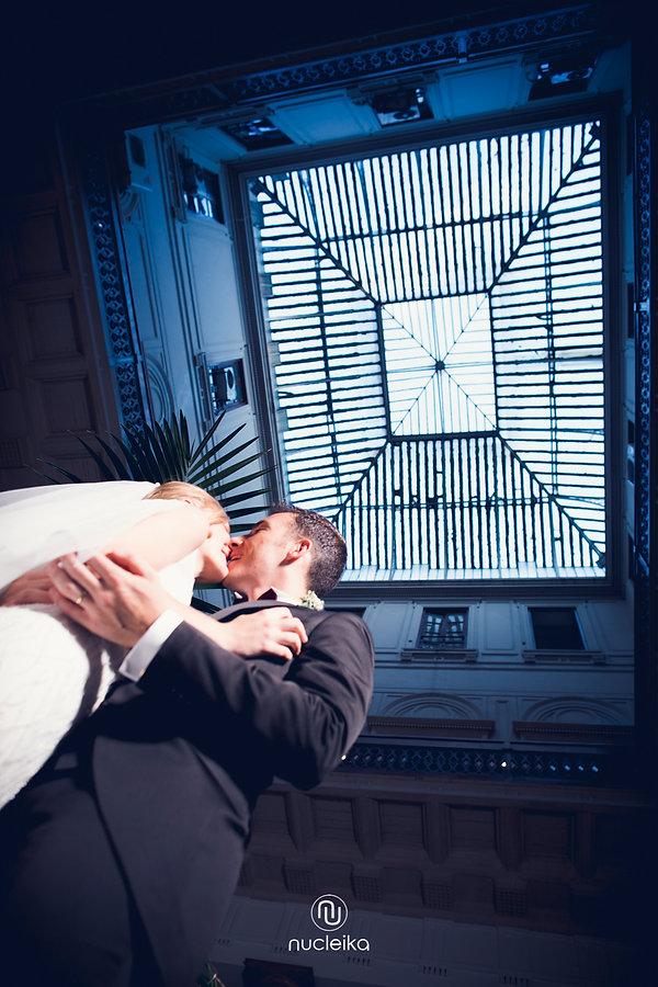 wedding kiss photo nucleika