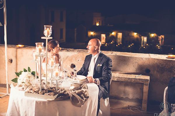 il tavolo degli sposi in un luogo della sicilia, marzamemi tonnara