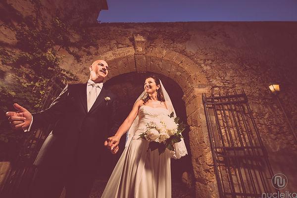 l'ingresso degli sposi nel locale scelto per il loro matrimonio, la tonnara di marzamemi