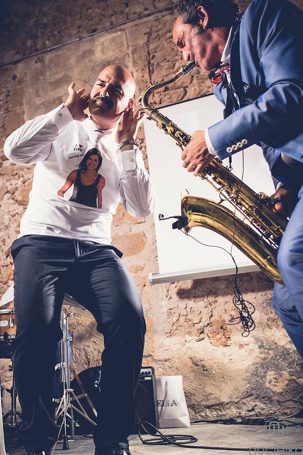 musica dal sassofono durante il matrimonio
