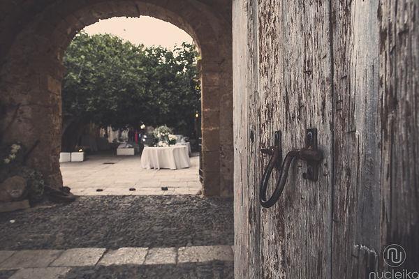 portone di ingresso alla tonnara di marzamemi, la location scelta dagli sposi per il ricevimento del loro matrimonio