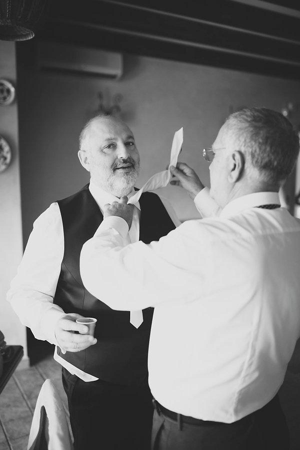 il padre della sposa con la cravatta