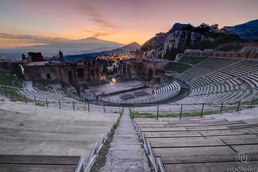 Teatro antico taormina veduta dell'etna