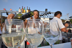 puring white wine-travel Israel with tovawald bespoke travel and events