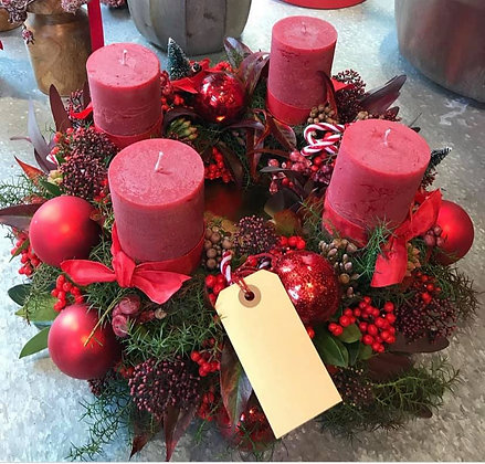 Red christmas candle table dec