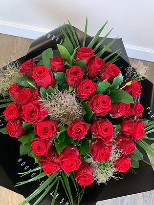 30 red rose handtied