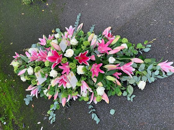 5ft Lillie and rose coffin spray