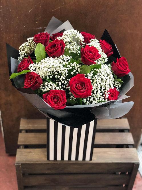 A Dozen red rose handtied