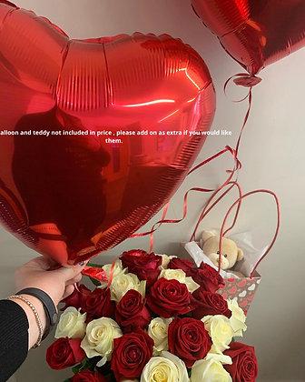 Red & white rose hatbox