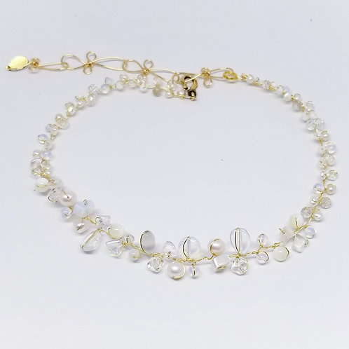 white moonstone clear gem small collar gw