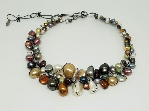 multi pearl large collar bw