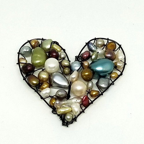 multi pearl heart pin bw