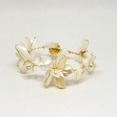 white pearl gem flower bracelet gw