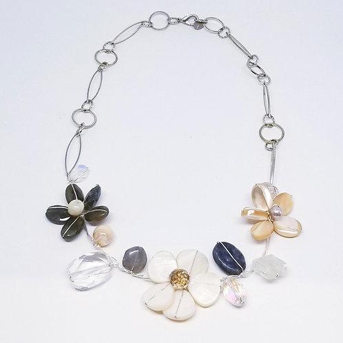 beiges gem flower section necklace sw