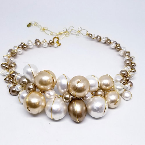 Beige White Cottonball Jumbo Collar gw
