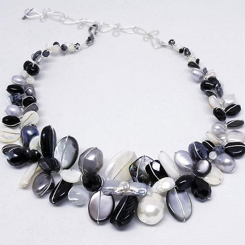 black white winter gem large collar sw