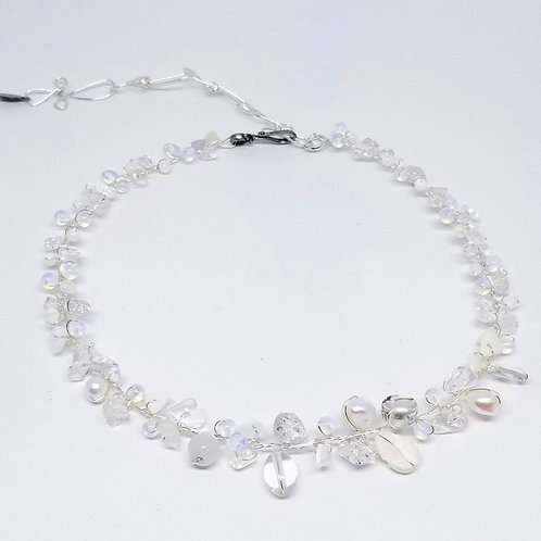 white moonstone clear gem small collar sw
