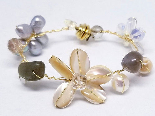 beiges gem flower bracelet gw